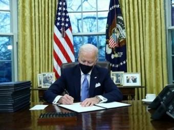 Biden Oo Bilaabay Wax Ka Beddelka Siyaasadihii Trump