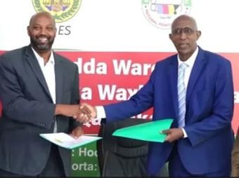 Wasiirka Wasaarada Waxbarashada Somaliland  Oo Daabacaada Manhajka Qaranka Kuwareejiyay Madbacada Qaranka Somaliland