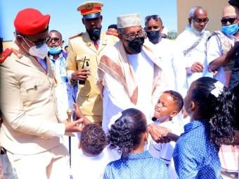Madaxweynaha Jamhuuriyadda Somaliland Oo Gurigiisa Ku Booqday Abwaan Hadraawi, Qaar Kamid Ah Huteellada Waaweyn Ee Caasimaddana Shacabka Wakhti Kula Qaatay + Muuqaal/Sawiro